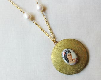 Gold Wuthering Heights Locket Necklace - Emily Bronte Freshwater Pearls Vintage Cameo Round - Ivory Off White Bookish Bookworm Gift Jewelry