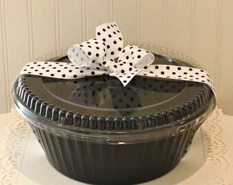 Cake Pan, 3 Black Bundt Cake Pans with Lids, 10 Inch Round Disposable Cake Pan, Angel Food Cake Pan, Pound Cake Pan, Cake Carrier, Gift Box