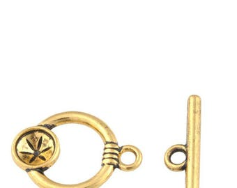 A rhinestone 8 mm antique gold metal Toggles clasp.
