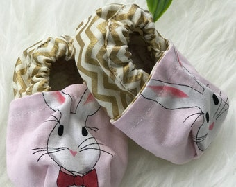 Bunnies baby shoes - baby booties - moccasins - baby girl shoes - baby girl - baby slippers - baby gift - baby shower gift - newborn shoes