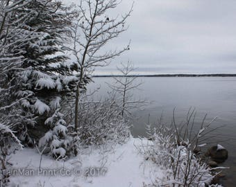 An early snow at the lake