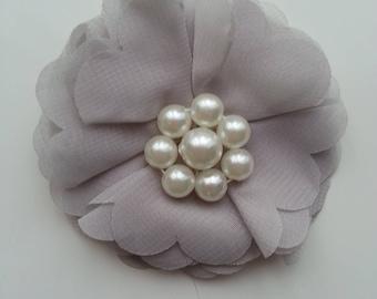 applique fleur et perles grise  70mm