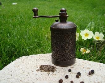 Vintage Mill Grinder, Vintage Kitchen, Vintage Grinder, Vintage copper Grinder, Vintage Pepper Grinder, Pepper Mill