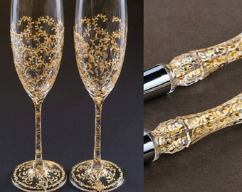 Gold Wedding Set Champagne Glasses With Key and Lock Hand Painted Cake Server Set Vintage Wedding Christmas Glasses Gold Bride and Groom