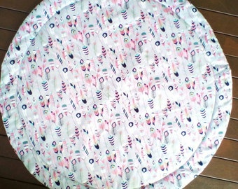 Round Baby mat/ play mat / feathers/ quilted / tummy time / padded mat / nursery rug / childrens decor / baby shower / baby gift / play time