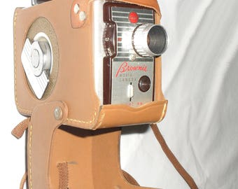 Vintage 1950s Kodak Brownie 8mm Film Movie Camera and Leather Case. Working with extra film spool!
