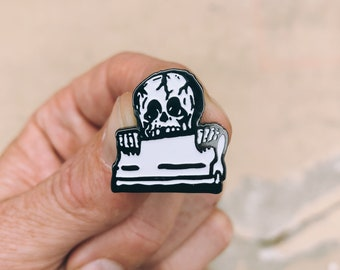 Pullin Squeegees : Soft Enamel Pin
