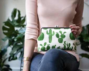 Green Womens Clutch Bag, Cactus Clutch Purse with Chain Strap, Evening Bag, Kisslock Metal Frame Clasp Purse, Gift for her, Succulent Clutch