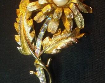 Coro Jewelry Faux Pearl Gold Tone Rhinestone Brooch 01720
