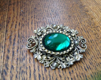Gold tone costume pin-green stone