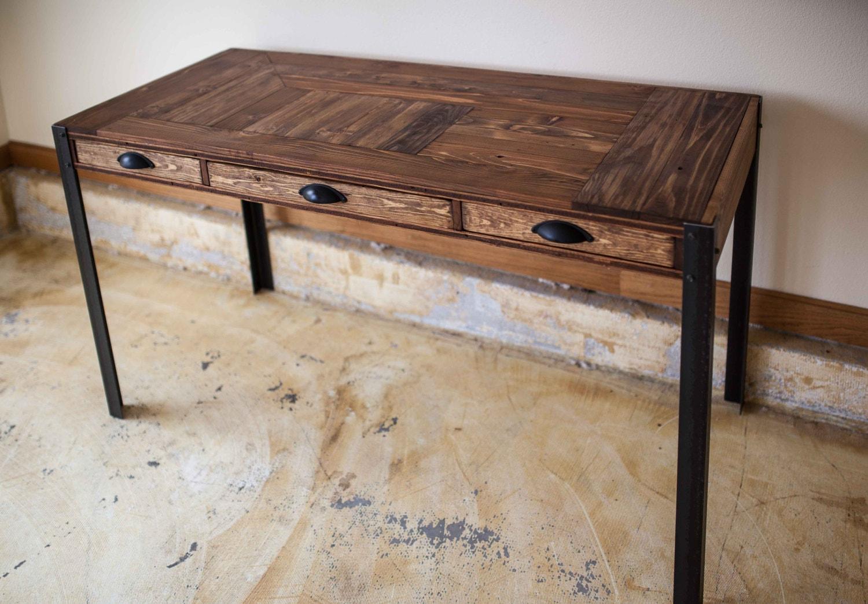palette bois bureau avec trois tiroirs et pieds en m tal. Black Bedroom Furniture Sets. Home Design Ideas