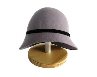 Hat cloche Odette in purple felt