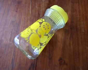 Lemon glass decanter, vintage beverage carafe, retro juice pitcher, glass juice decanter lemon, yellow kitchen, retro kitchen, lemon pitcher
