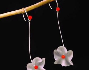 Laura Q Beautiful White Vintage Lucite flower earrings