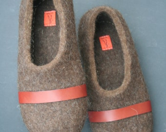 Felted slippers Eco Friendly Men's house shoes Natural wool clogs Natural brown handmade gift for him Wool