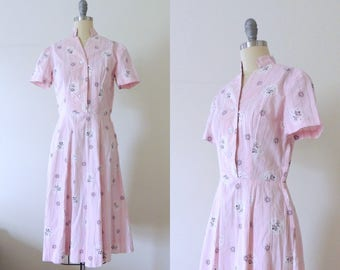 Vintage 1940s pink floral cotton day dress w/ metallic print | shirt dress | 40s cotton dress | mandarin collar | button up casual | XS