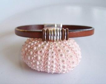Leather Focal Accent Bead  Bracelet - R4127