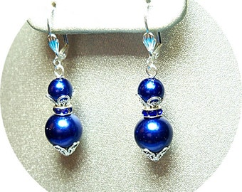 Dunkel blau Ohrringe, Ohrringe Perle baumeln, Mutter des Bräutigams, Brautjungfer Schmuck, Brautjungfer Geschenk, Urlaub Ohrringe, Marineblau