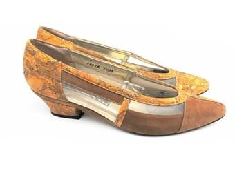 1970s Metallic Marbled Luxury Loafers Vintage Designer J. Reneé Tan Suede Mesh Pumps Gold Glitter Inlay Cork Wedge Chunky Heels Size 7 1/2 M