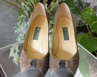 Free Shipping! Vtg. GUCCI Taupe Suede and Leather Pump- Made in Italy- Size EU 38/ US7.5