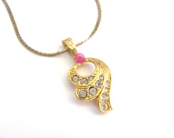 Vintage Rhinestone Necklace, Dainty Petite charm pendant, Red Spinel Stone Accent, Goldtone Box Serpentine Chain