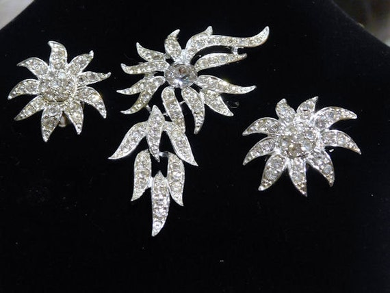 Sarah Coventry Brooch Pendant Earrings/ EVENING ACCENT /Demi Parure