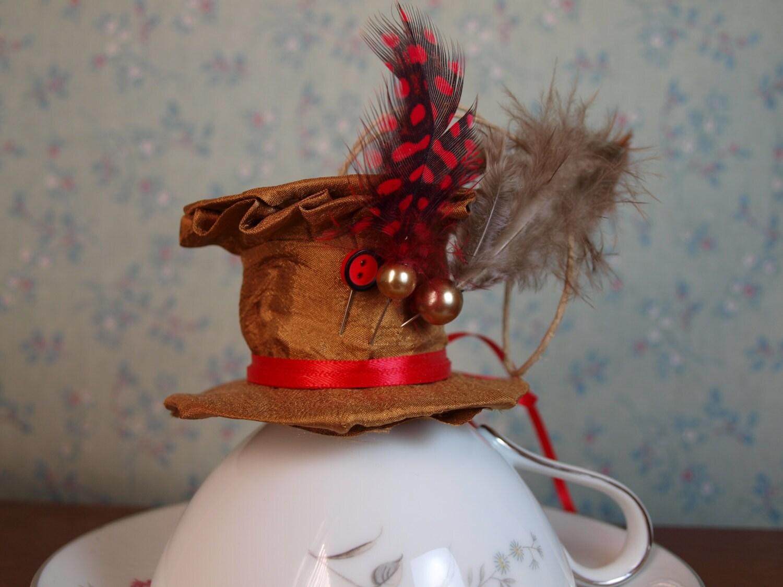 Estilo De Sombrero Sombrerero Loco Adorno Plumas Y Alfileres # Muebles Hechos Con Piques