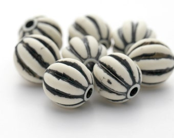 Vintage Lucite Beads Ivory Cream Black Opaque Fluted Round 18mm (8)