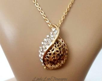 Vintage Gold Filigree and Crystal Pendant Necklace, Filigree Crystal Pendant Necklace,Crystal Necklace, Mother's Day Gift, Vintage Necklace