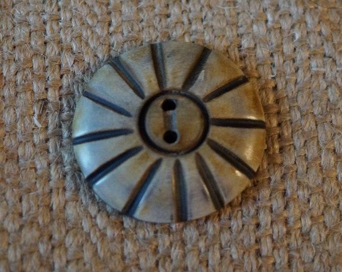 Horn African Flower button