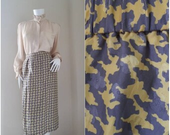 On Sale! Vintage HOUNDSTOOTH high waist pencil skirt.
