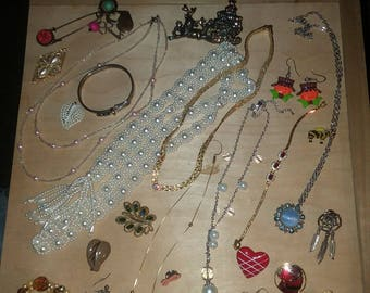 Vintage to new 28 pcs all wearable jewelry lot I