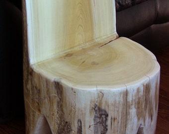 Chaise de souche de cèdre