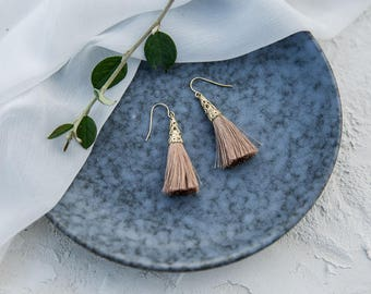 Earring brown tassel