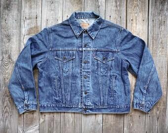 Vintage Levis Denim Jean Jacket - Trucker Style 70506 - Medium Dark Wash - Made in USA - Tag Size Men's 50