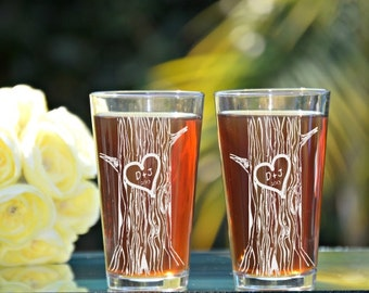 Tree Trunk Carving, Bride and Groom Pint Glasses, Mr and Mrs Pint Glasses, Wedding Toasting Glasses, Rustic Wedding, Heart Carved in Tree