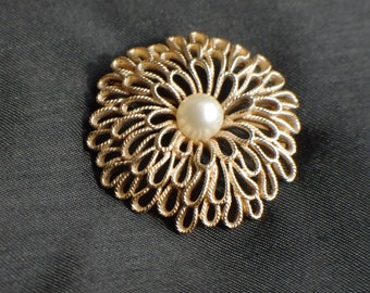 retro Trifari brooch 1960s