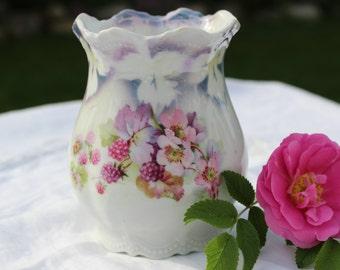 Leuchtendburg, German vase with flowers and fruits