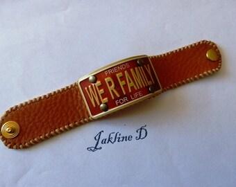 """bracelet cuir  et metal, cuir fauve,  avec plaque alu """"FAMILY"""""""