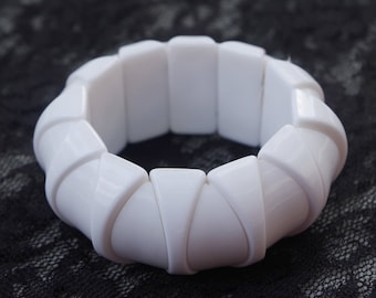 1970's VINTAGE Signed HONG KONG Genuine Lucite Chunky White Stretch Bracelet