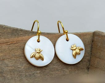 Delicate earrings with small bee - Simply natural