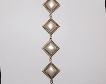 A bronze bracelet and Pearl effect