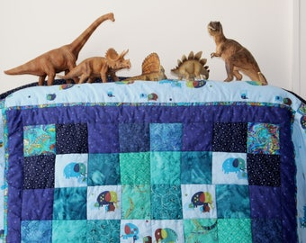 Baby Quilts Dinosaurs in Baby Blue blocks