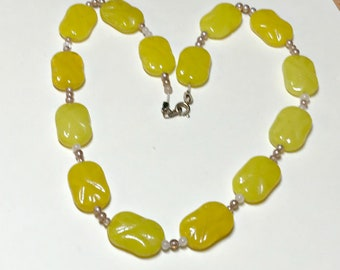 Vintage bright yellow glass beaded necklace with issues, 17 inches, yellow necklace, glass beads, yellow bead necklace, 1960s-70s