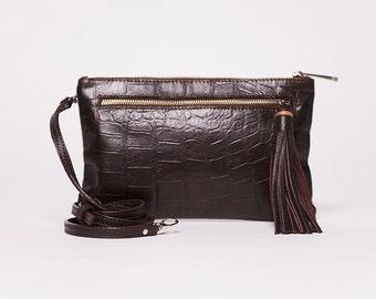 Sac à main Quick clutch/ cuir pleine fleur  frappé croco chocolat noir # 63/ pompon cuir chocolat noir #63