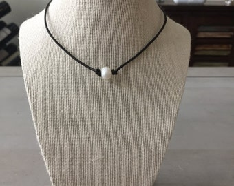 Single Freshwater Pearl Leather Necklace