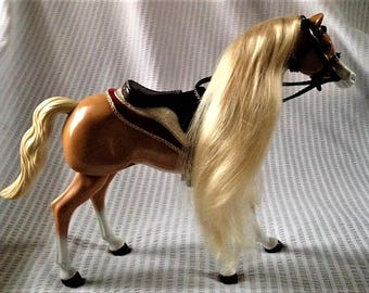 Beautiful palomino horse with movable legs. FREE shipping in the USA!