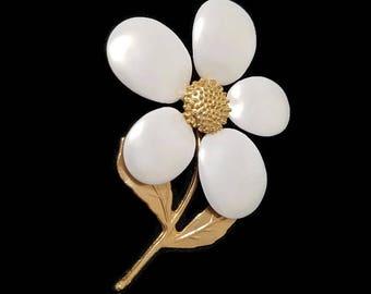 Vintage Flower Brooch Gold Tone White Enamel Pin Daisy Costume Jewelry