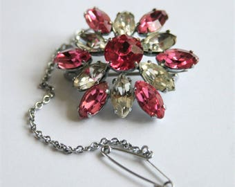 Pink crystal brooch. Pink rhinestone brooch.  Vintage brooch. With original safety chain.  Vintage jewellery