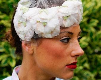 Vintage floral Skull Cap Hat, 1950s Hat, Floral Millinery, Skull Cap Hat, Vintage Hat, Half Hat, Vintage Women Hat, Vintage Fascinator Hat